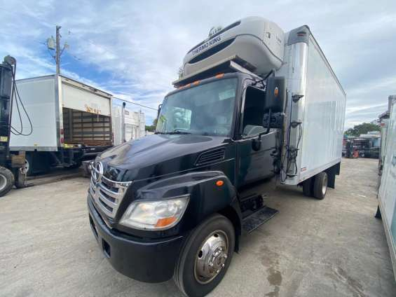 2010 hino 185 18ft reefer