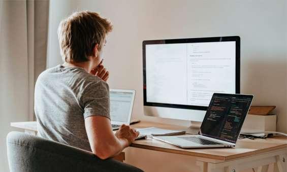 Moderadores de chat y atención al cliente